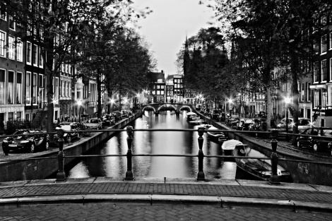 leidsegracht-canal-at-night-amsterdam-black-and-white